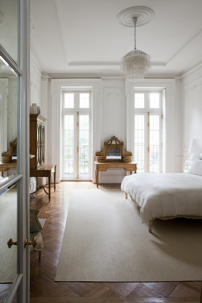 decor inspiration parisian style in chelsea the simply luxurious life. Black Bedroom Furniture Sets. Home Design Ideas