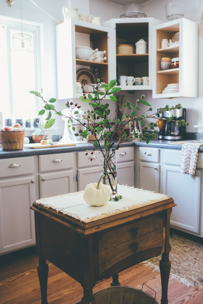 Decor inspiration a simple cozy kitchen the simply for Kitchen decor inspiration