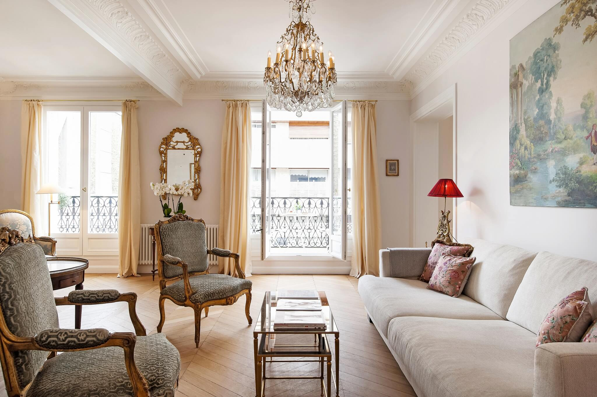 Paris Chevron Floors Seem To De Rigueur When It Comes Parisian Apartments And Haven In Luxury Vacation Rental The 16th Arrondist Is