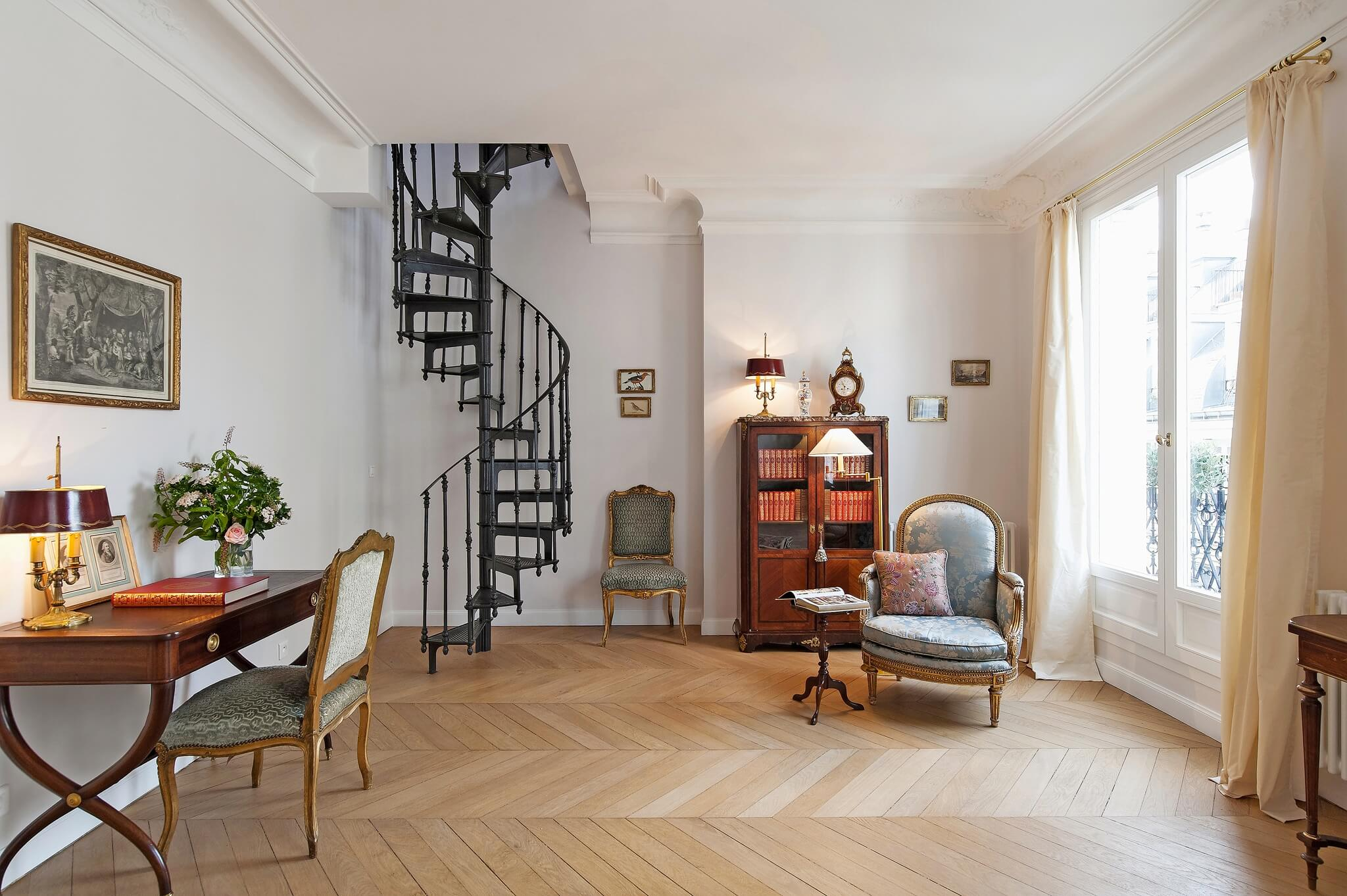 A Chic Amp Simple Parisian Vacation Apartment The Simply