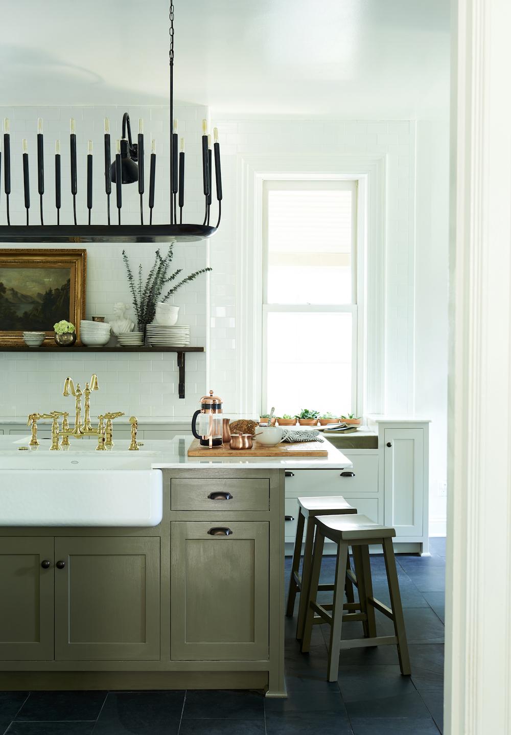 Black & White Kitchen Decor